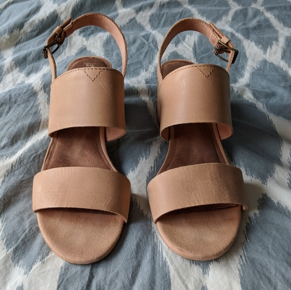 16d2e76c4e3de TOMS Poppy sandal honey leather 9